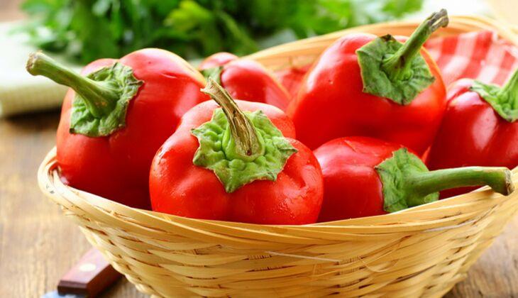 1 rote Paprika (150 Gramm) enthält ganze 4,4 Milligramm Vitamin und deckt damit fast die Hälfte Ihres Tagesbedarfs