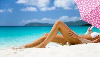 Am Strand haben lästige Körperhaare nichts zu suchen