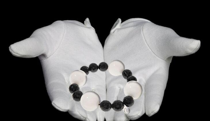 Armband aus Onyx und Jade von Coronelle, zirka 64 Euro