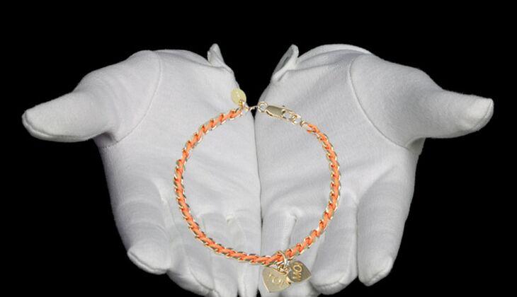 Armband mit Textileinsatz von Namagé, zirka 89 Euro
