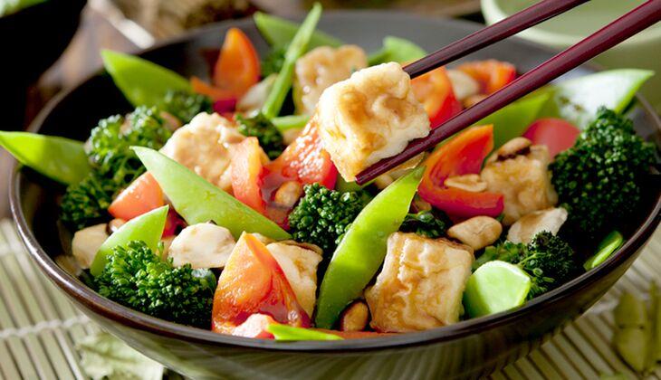 Asia-Gemüsepfanne mit Honig-Tofu