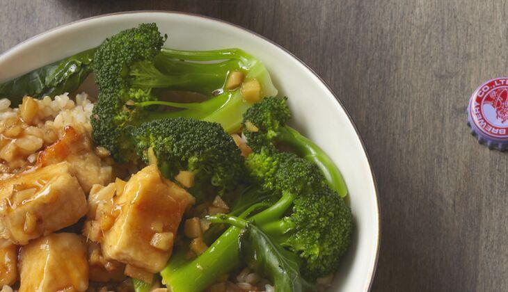 Asiatisches Brokkoli-Huhn mit Reis