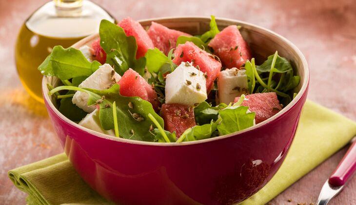 Bauernsalat mit Feta und Wassermelone