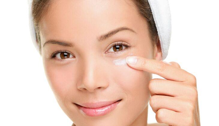 Beauty-Sünde: Augencreme einreiben
