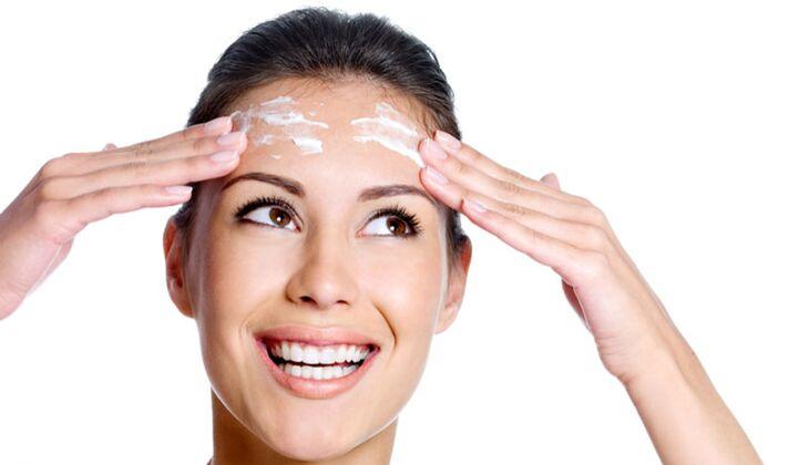 Beauty-Sünde: Gesicht mit Bodylotion eincremen