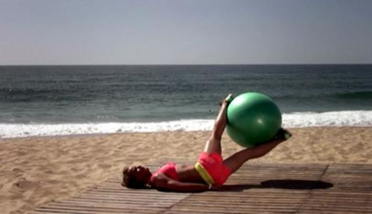 Bikini-Workout: Gedrehter Beinheber