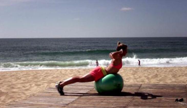 Bikini-Workout: Rückenstrecker