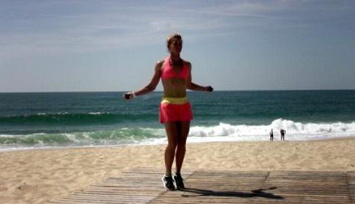 Bikini-Workout: Seilspringen