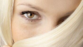 Blondinen haben mehr Haare auf dem Kopf als Brünette