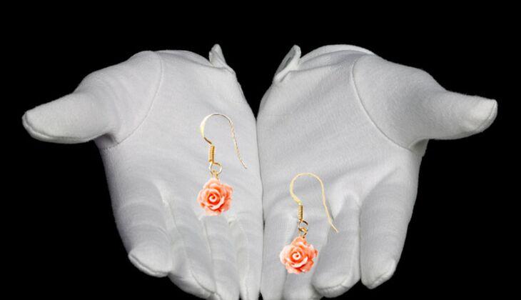 Blumige Ohrhänger von Alles aus Liebe by Milla K., zirka 59 Euro