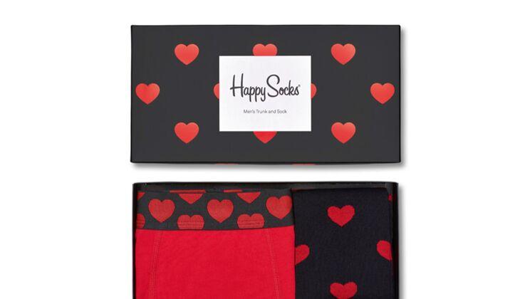 Box mit Socken und Boxershorts zum Valentinstag