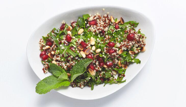 Bunter Quinoa-Salat mit Granatapfel