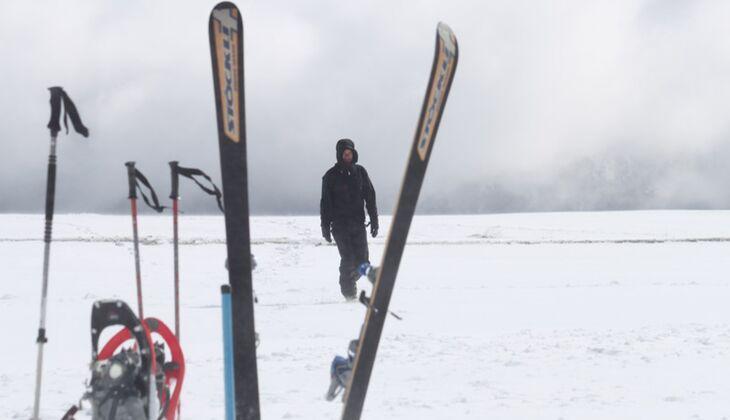 Camping-Expedition durch das verschneite Italien