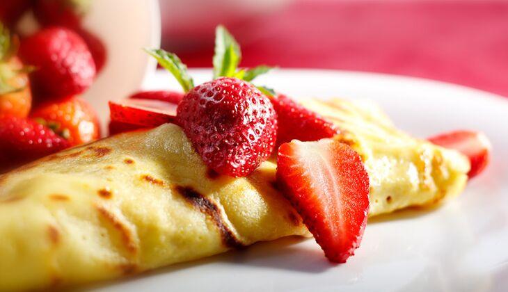 Crêpes mit frischen Erdbeeren