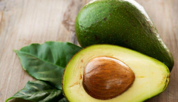 Eine halbe Avocado enthält 7 Gramm Ballaststoffe
