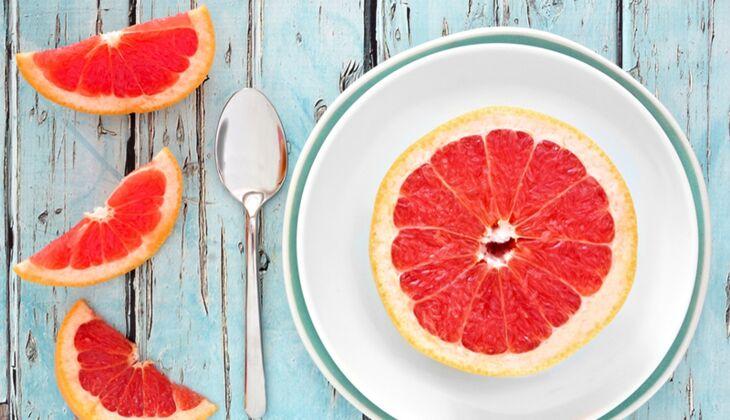 Eine halbe Grapefruit liefert nur 65 kcal