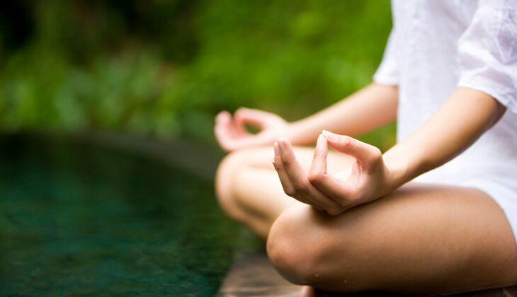 Entspannungsübungen lernen: Machen Sie Yoga, Autogenes Training oder Meditationsübungen