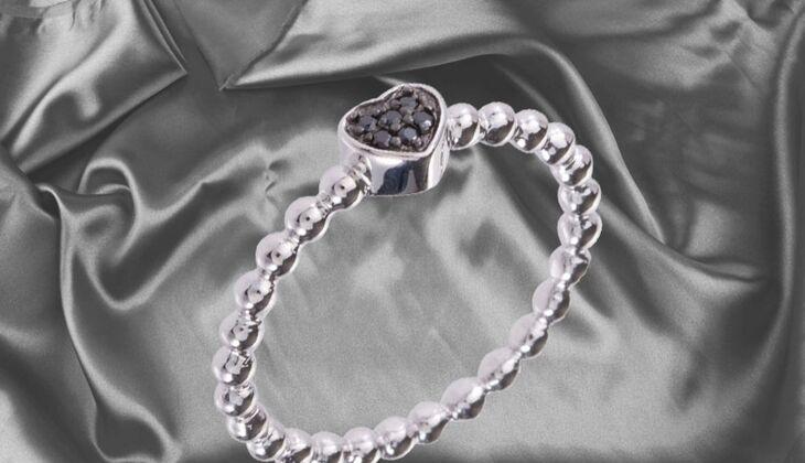 Filigraner Ring mit Herz von Caï, zirka 40 Euro, über Zalando