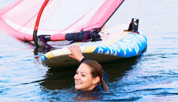 Gaby lernt Windsurfen