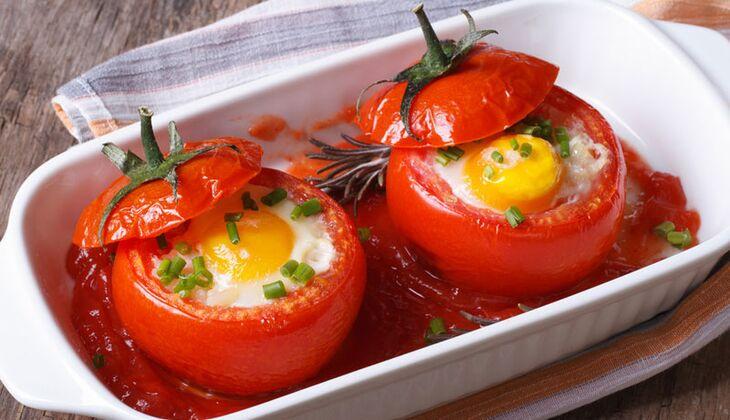 Gefüllte Tomaten mit Ei