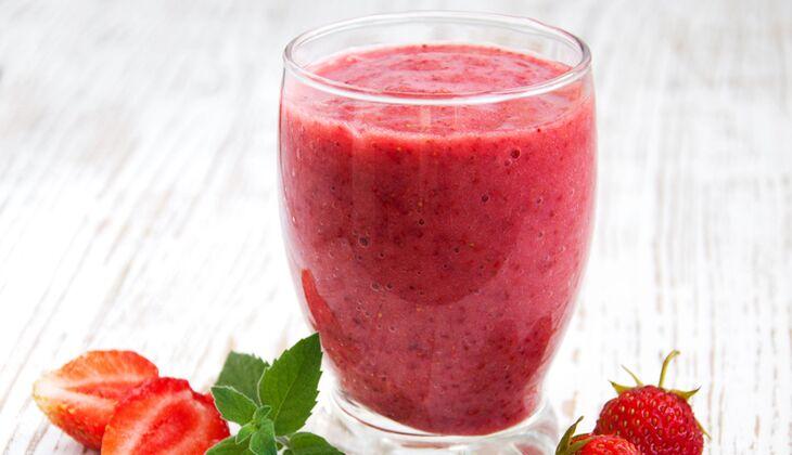 Granatapfel-Smoothie mit Erdbeeren
