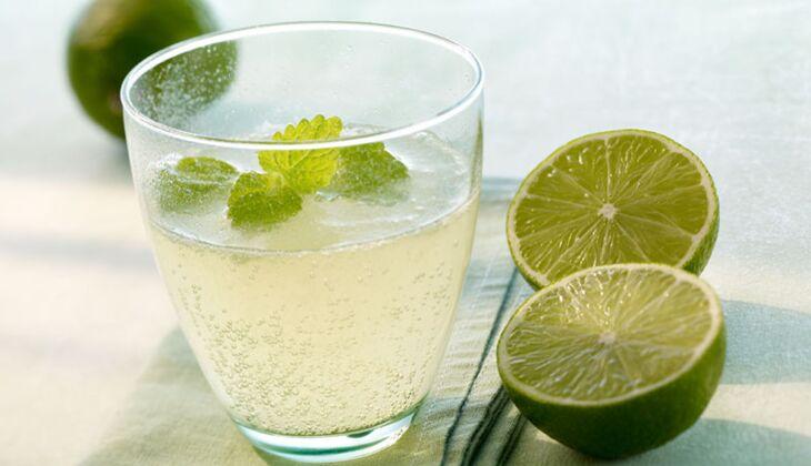GreenBuddha löscht den Durst mit Limette