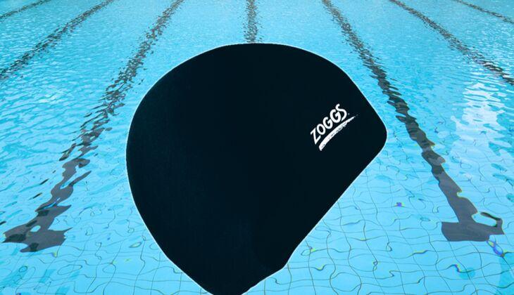 Gut behütet: Zoggs Silicone Swim Cap, um 6 Euro