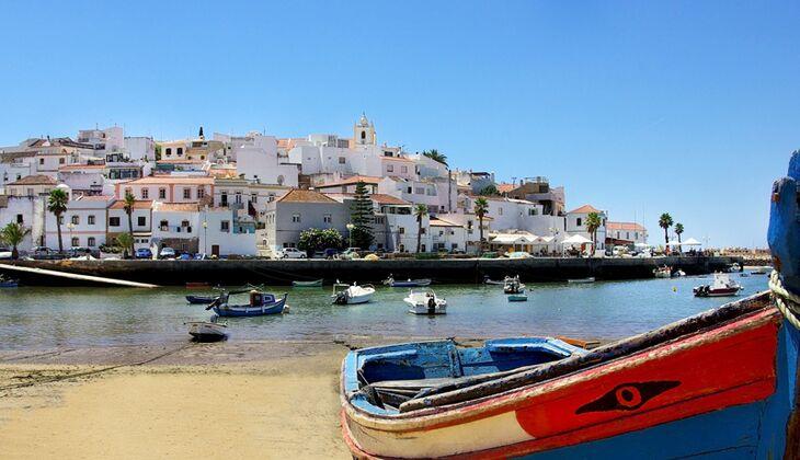 Hafenszene an der Algarve bei Ferragudo