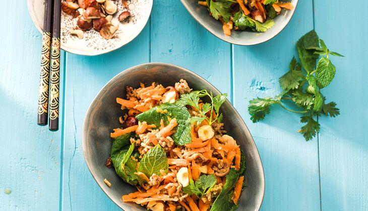 Haselnuss-Karotten-Salat mit Hackfleisch