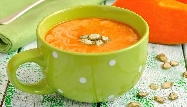 Kürbiscremesuppe mit Orangen