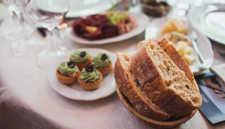 Lassen Sie das Brot beim Essen weg – das spart Kalorien