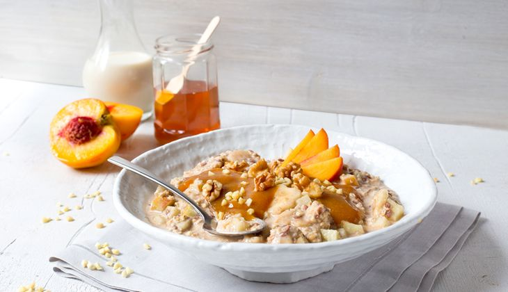 Overnight-Oats mit Pfirsich-Nuss-Topping