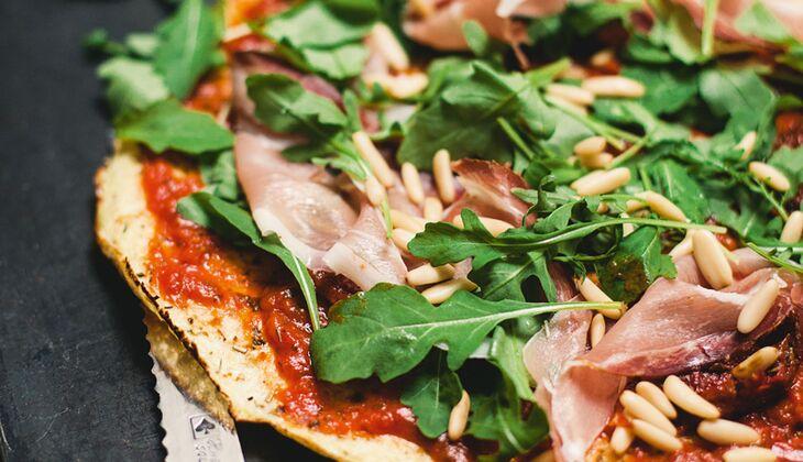 Paleo-Pizza mit Blumenkohlboden