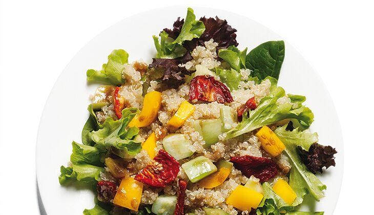 Quinoa mit knackigem Salat