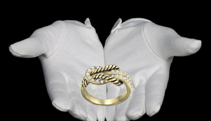 Ring im Knoten-Design von Swarovski, zirka 90 Euro