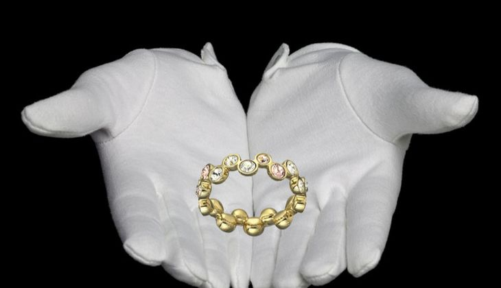 Ring mit farbigen Kristallen von Swarovski, zirka 99 Euro