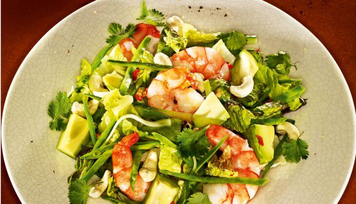 Scharfer Thai-Salat mit Garnele und Avocado