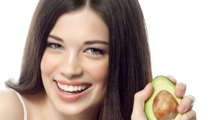 Schöne Haare: Avocado schützt die Haarfarbe