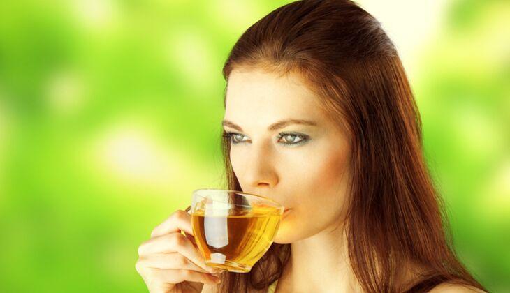 Schöne Haare: Grüner Tee schützt das Haar