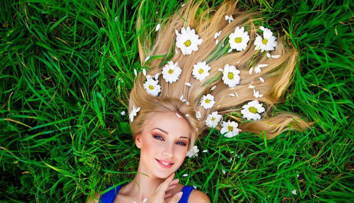 Schöne Haare: Kamille macht Blond heller