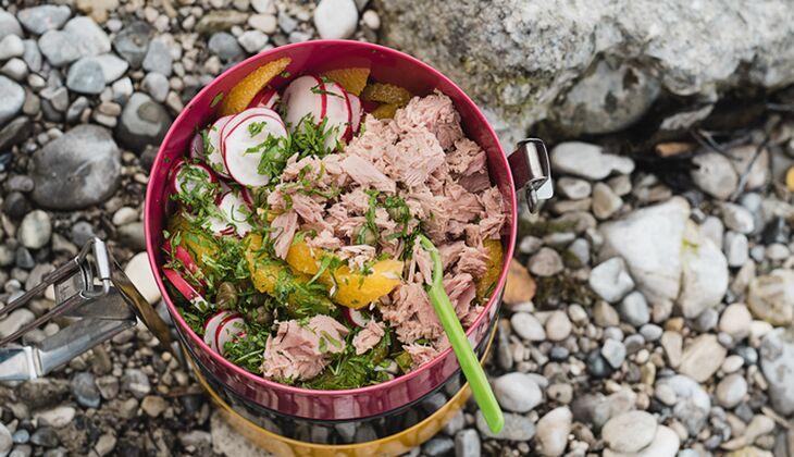 Thunfisch-Salat mit Orange und Petersilie