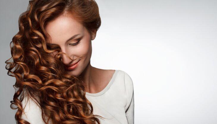 Umstyling für die Haare: Glatt oder Lockig?