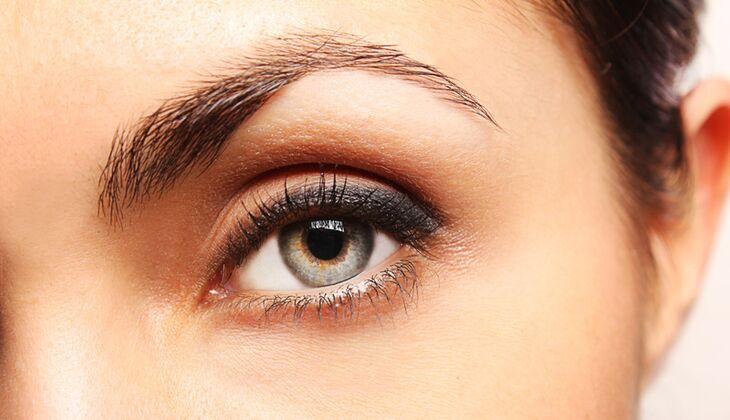 Wenn das Auge zu wenig Tränenflüssigkeit produziert, wird es trocken